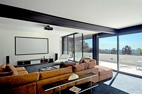 Maison d 39 architecte contemporaine los angeles - Salon avec home cinema ...
