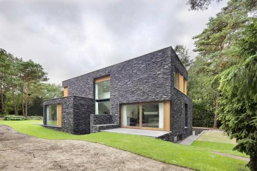 maison contemporaine dans la foret