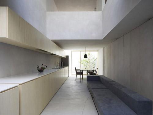 Maison blockhaus par suppose design office for Cuisine etroite design