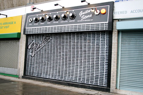 devanture de magasin de guitare atypique