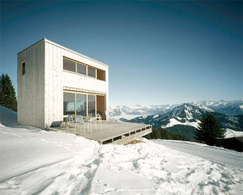 Cinq maisons contemporaines sous la neige