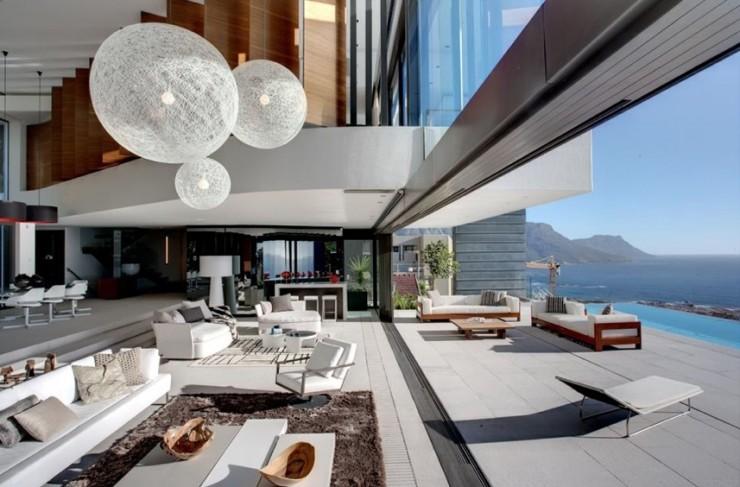 Maison contemporaine avec vue sur la mer en Afrique du Sud