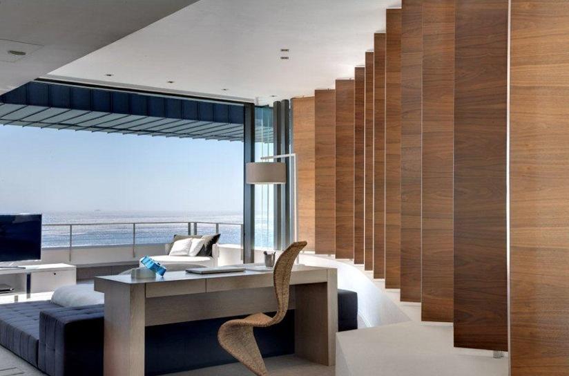 Bureau Moderne Avec Vue Sur La Mer
