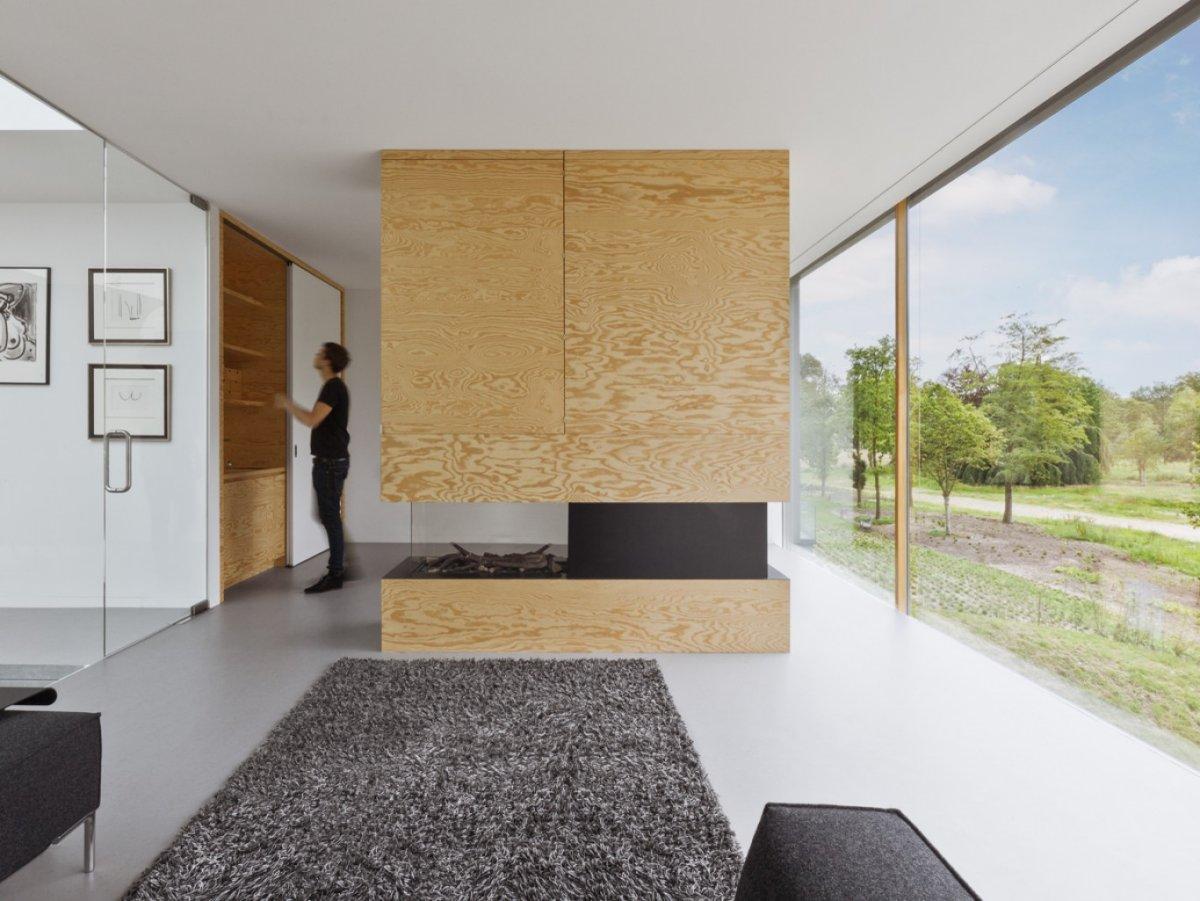Limmense porte coulissante en verre le séjour et sa baie vitrée intérieure